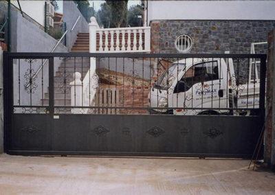 37 Puerta Metálica para Casa Unifamiliar