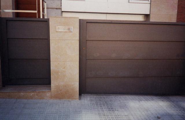 44 Puerta Metálica para coches y personas