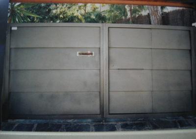 63 Puerta Entrada en Acero Inox para Coches