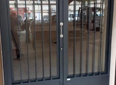 88 puerta comunidad de hierro